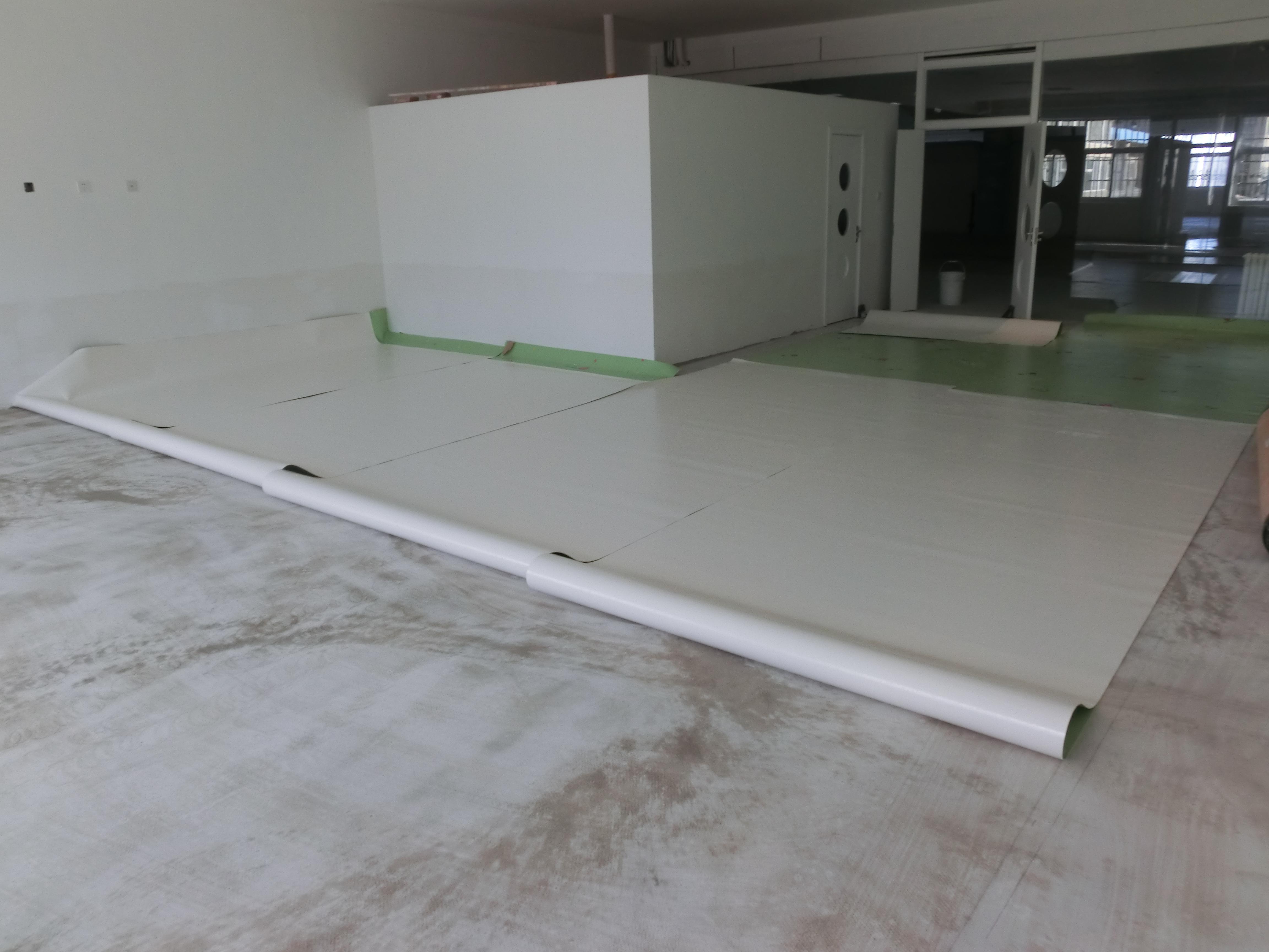 无缝切割属于pvc塑胶卷材地板施工方法之一