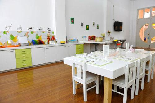 幼儿园可设置电教室,计算机室