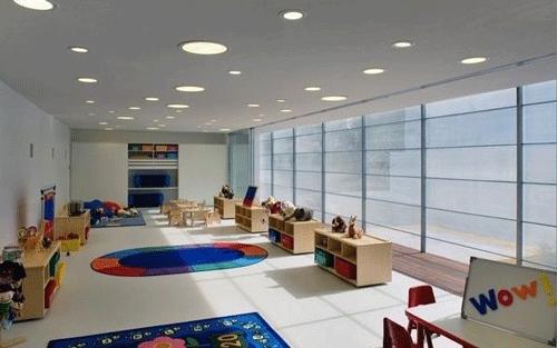 国外幼儿园室内设计的吊饰和墙面效果图
