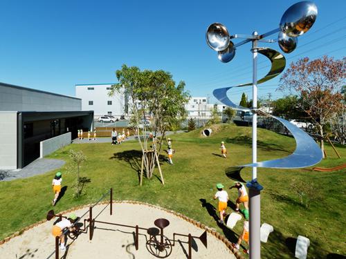 国外幼儿园室外草坪设计效果图